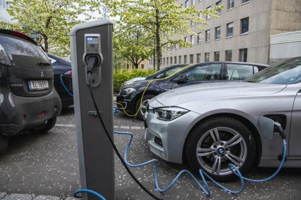 یکه تازی خودرو های برقی در خیابان های نروژ